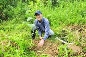 Vols-planting-trees
